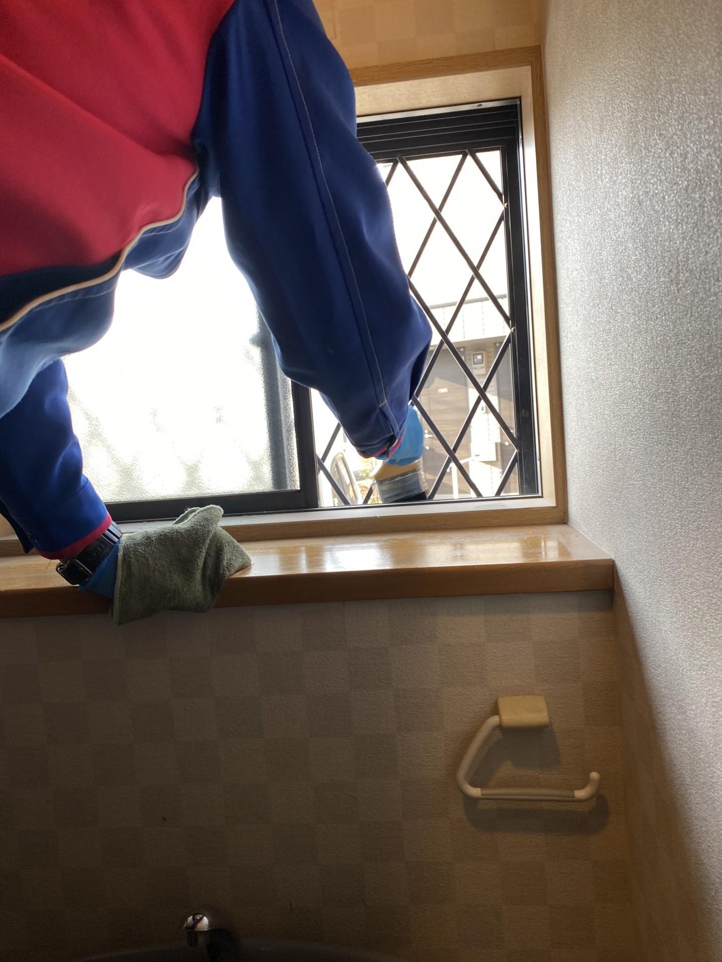 便器だけなく周りも綺麗に(床、天井、棚、壁も清掃もしますよ)