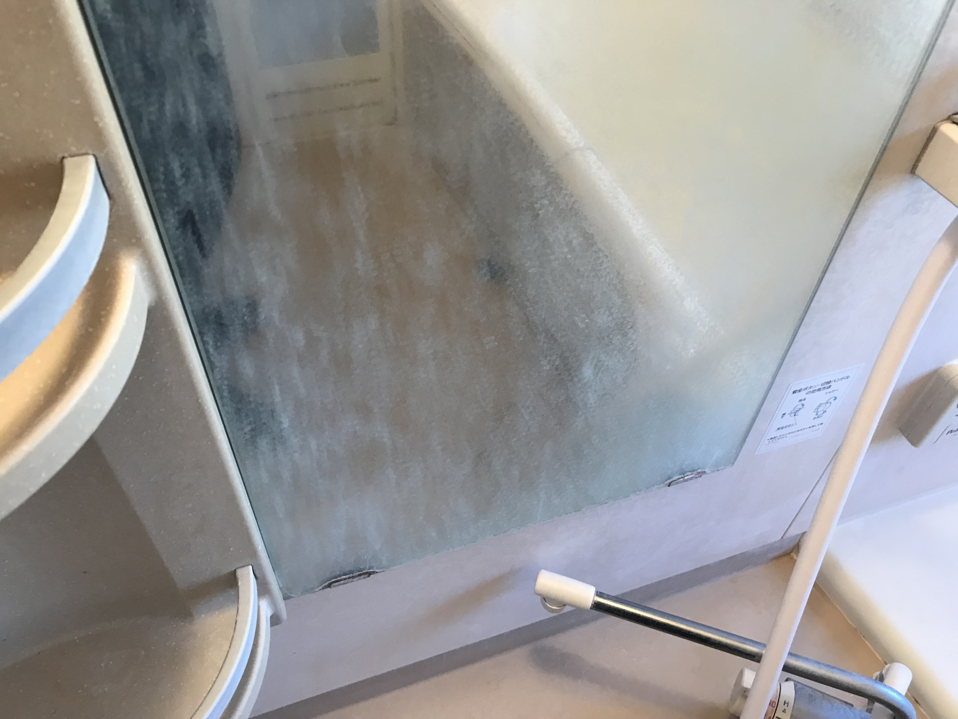 鏡にもけっこう水垢ついていますね