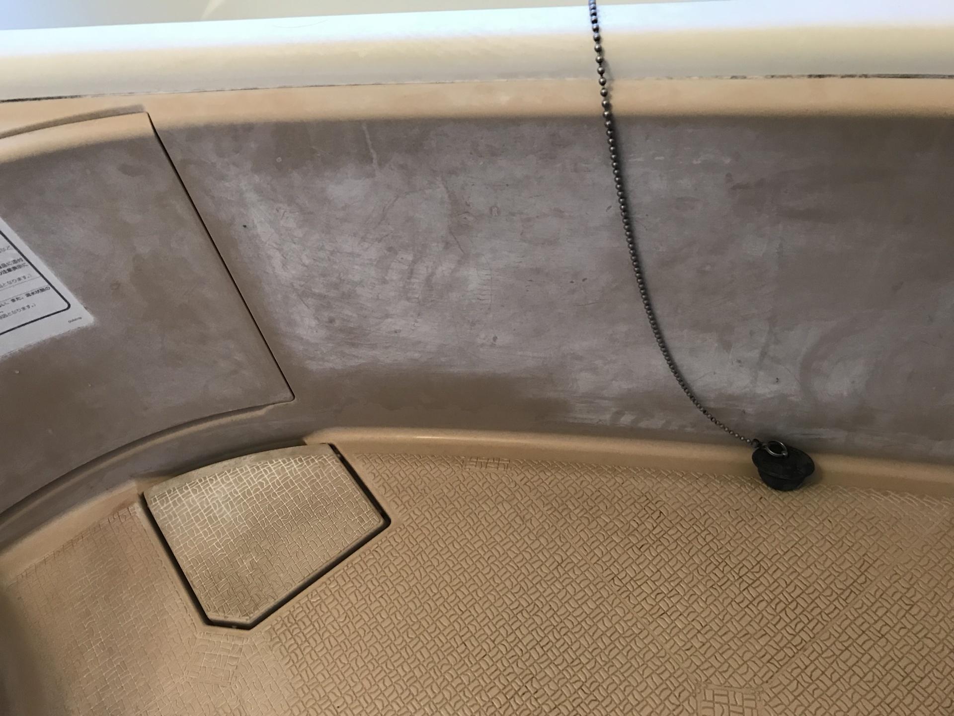 バスタブ側面も皮脂汚れです
