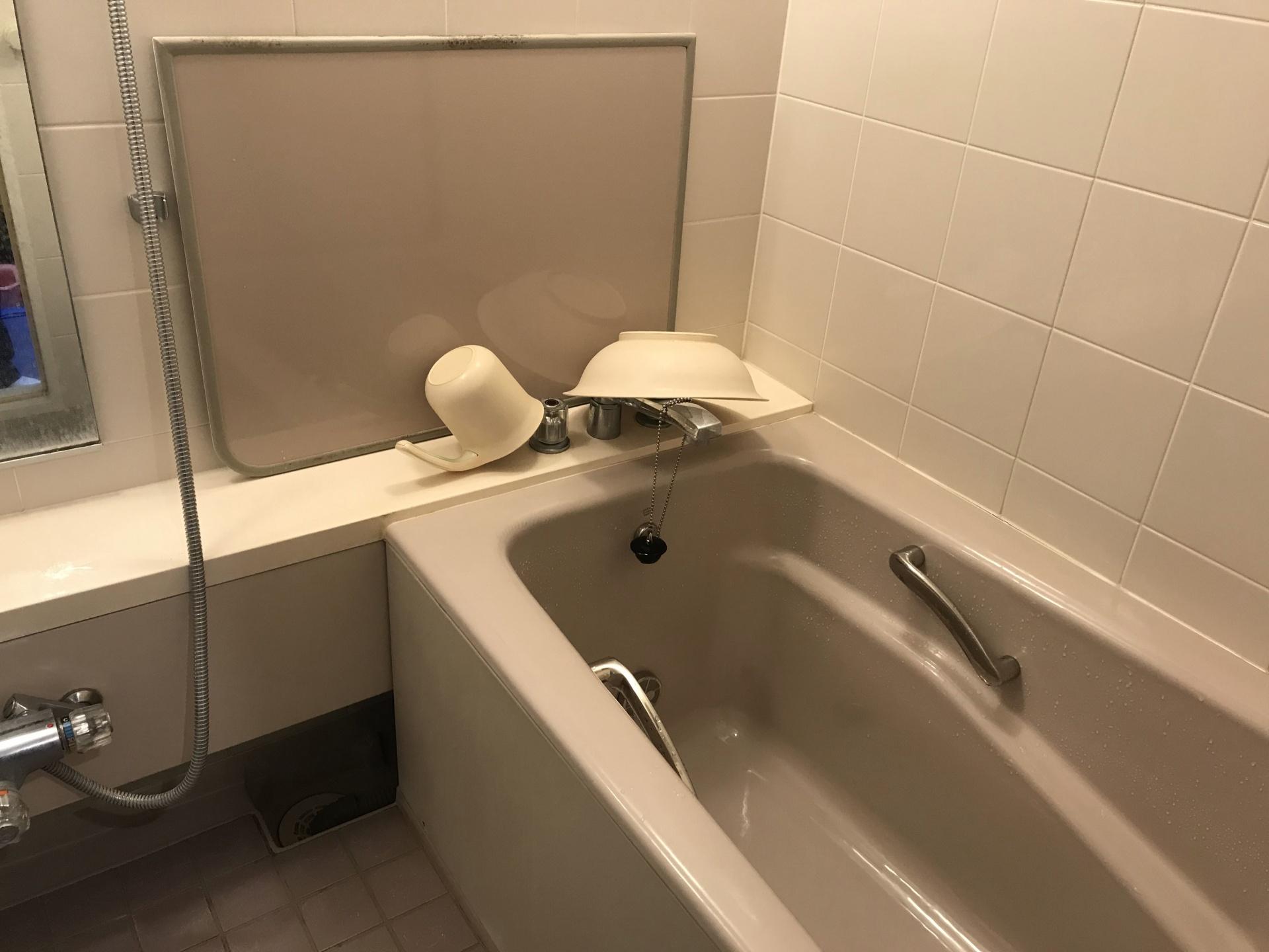 浴槽や壁も見てみましょう